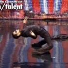 Homem arrasa no Britain's Got Talent com dança inspirada no filme Matrix.