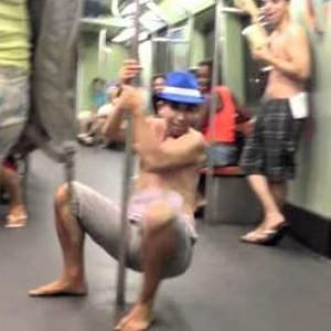 Duelo de Pole Dance no metrô