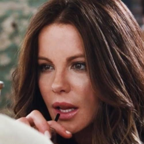 Kate Beckinsale sensualizando no primeiro trailer de...