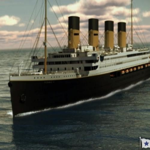 Replica do Titanic no mar em 2022