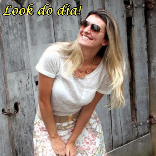 Look do dia : Saia floral e t-shirt!