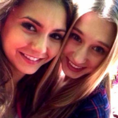 Nina Dobrev e Taissa Farmiga no trailer 'The Final Girls'. Legendado!