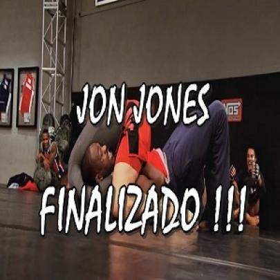 Jon Jones foi finalizado no tatame!