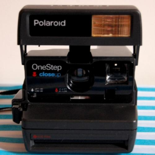 Feira da barganha e Polaroid OneStep Close Up